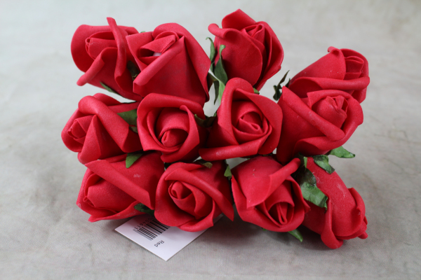 Front View Of The Red Curled Rose Bunch