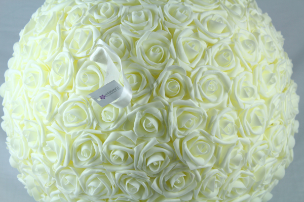 Fantastic quality and lots of Ivory Rose flowers.
