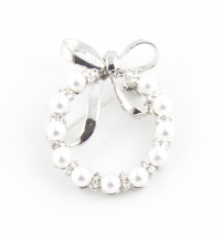 A pearl wreath brooch with polished bow and 11 acrylic pearls.