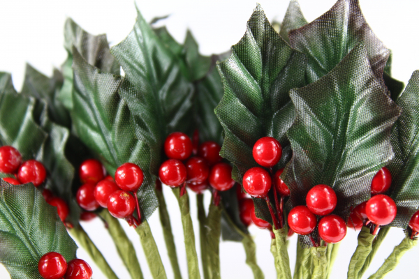 Christmas Decoration Artificial Holly Leaves With Berries.