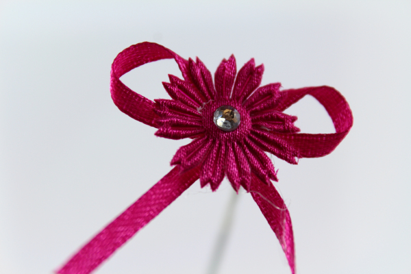 Well crafted Fucshia ribbon bow