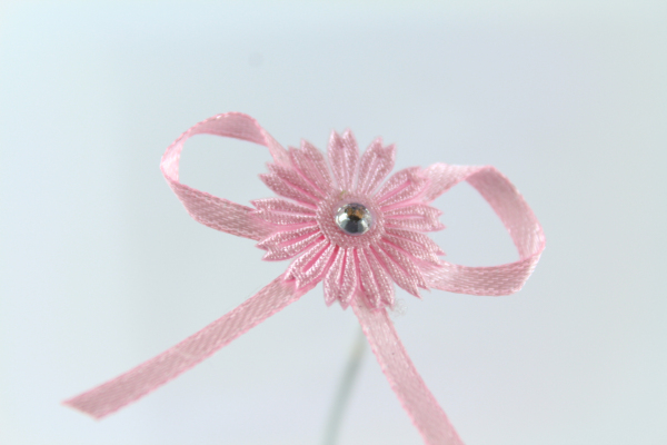 Pretty pink daisy bow perfect to give the girly feeling