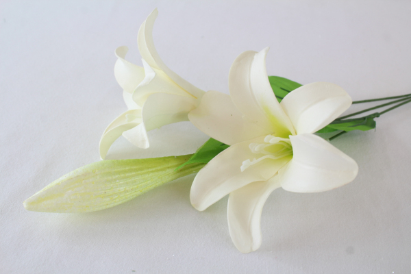 White Foam Lily x 3 Heads Single Stem